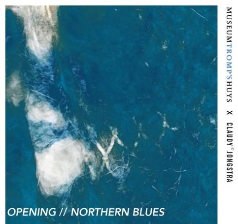 Gedeelte van wandkleed Claudy Jongstra, gemaakt van vervilte blauwe wol